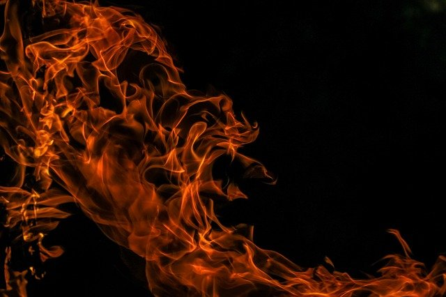 What should be featured in an effective home fire safety plan